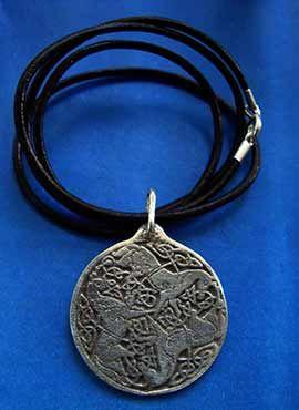 colgante celta diosa Epona tres caballos
