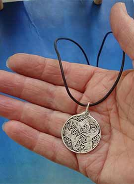 medalla celta diosa epona caballos