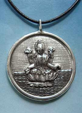 medalla diosa Laksmi y mantra Om