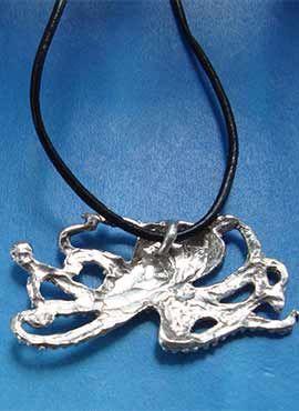 colgante pulpo de plata dorsal