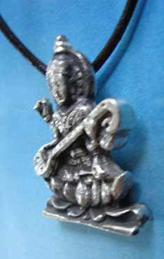 Sarasvati diosa hindú de la música y artes vista lateral colgante