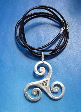 colgante celta triskel de plata