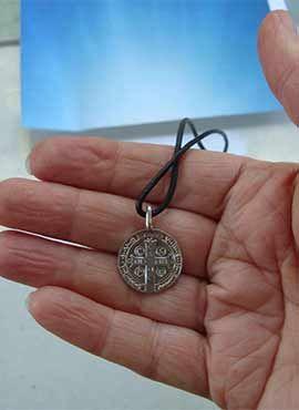 medalla pequeña de San Benito, plata