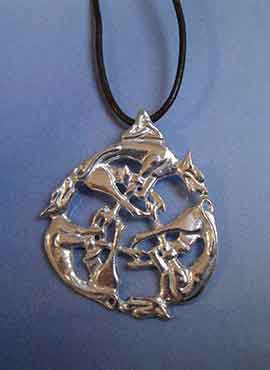 nudo celta de tres lobos con triqueta amuleto de plata