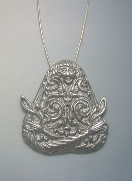 colgante de plata diosa MACHA