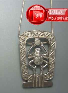 escarabajo Jepri o Khepri con el disco solar. colgante de plata