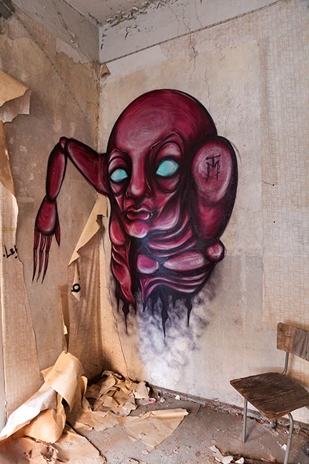 Creature of the Walls II - Urbex Graffiti Character