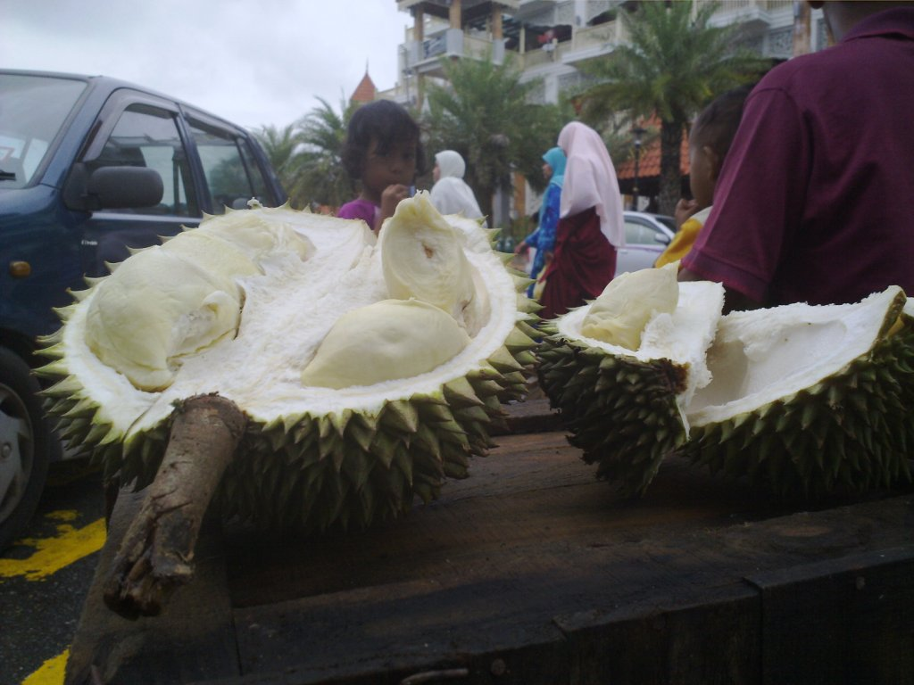 this only durian we ate, and share by 3 person.. *I'm not a durian freak..