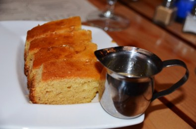 Cornbread with butter and maple syrup