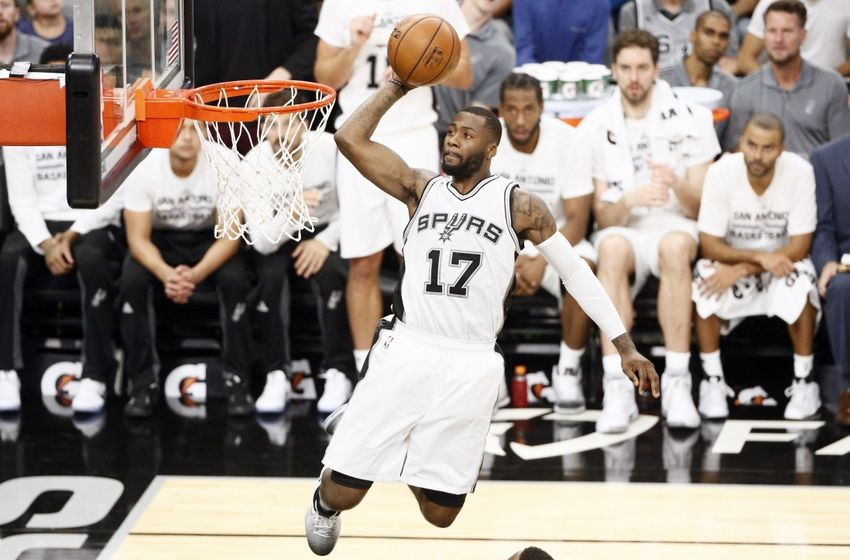 9648658-jonathon-simmons-nba-utah-jazz-san-antonio-spurs-850x560