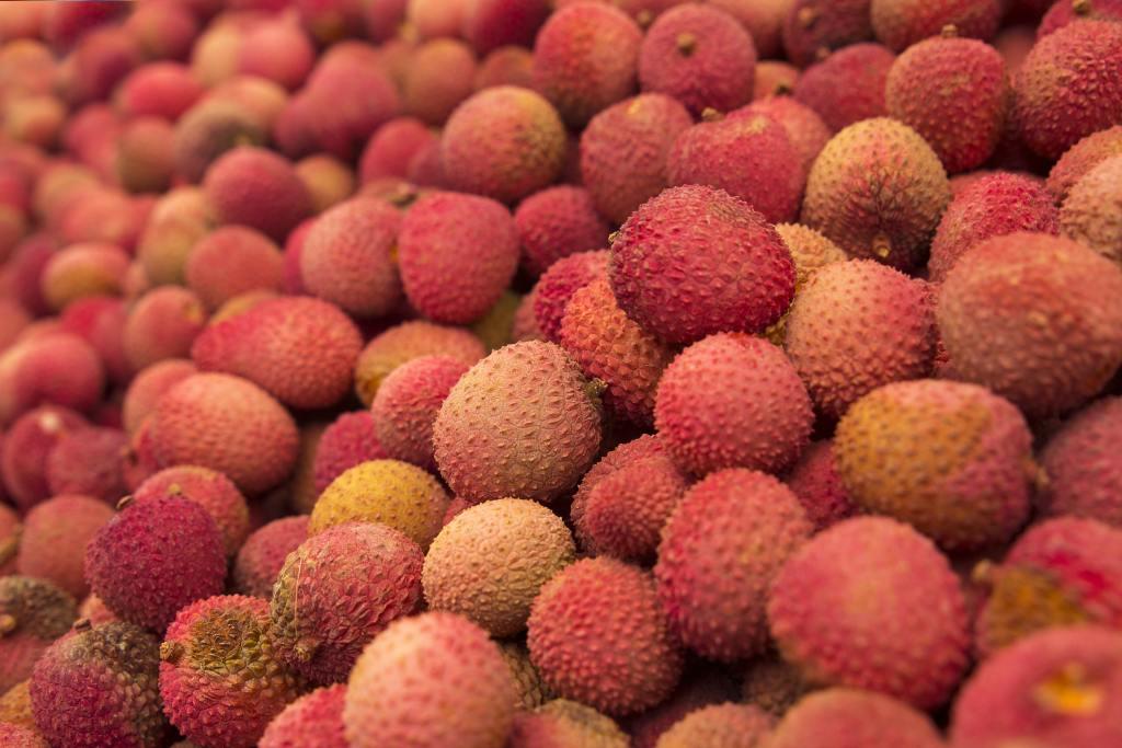 lychee fruit bunch