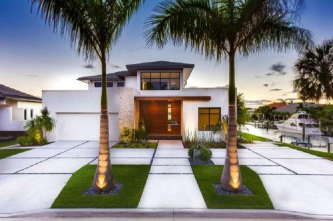 Luxury Front Yard
