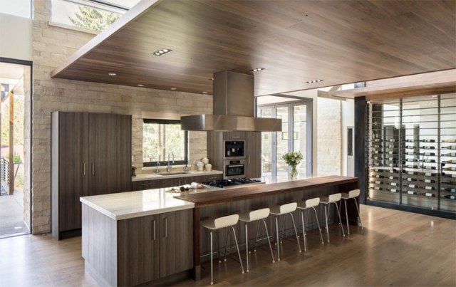 Breakfast Bar With Tall Ceiling