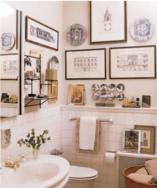 Cozy Bathroom With Soft Artwork