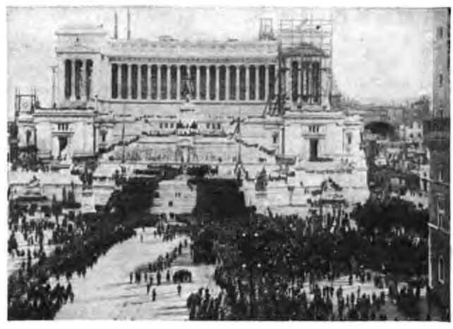 Benito_Mussolini_marching_into_Rome