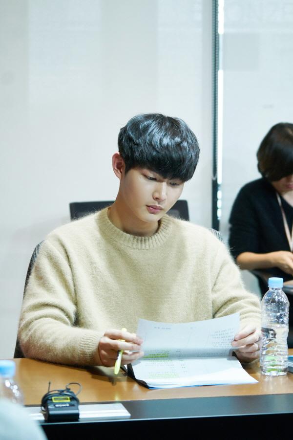 ภาพอีซอวอน ขณะอ่านบทละคร About Time