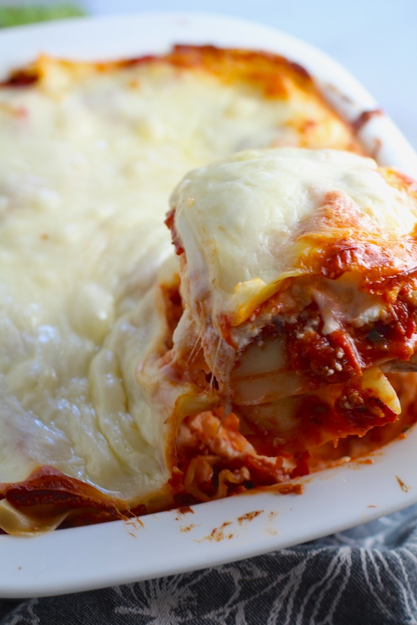 This Easy Lasagne Recipe with Italian Sausage is the stuff that dreams are made of.  Layers of pasta, creamy ricotta, salty chewy mozzarella, salty and hearty Italian Sausage, and sweet and tangy tomato sauce.