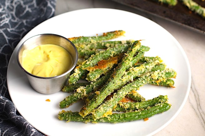 Crispy, crunchy, salty, and addictive!  These are my healthy Crispy Parmesan Green Bean Fries!  Such a great way to transform beans and add a new vegetable into dinner rotation. #vegetablerecipes