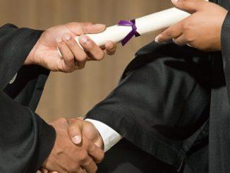 graduating_collecting_degree