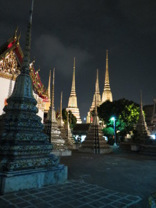 Wat po at night