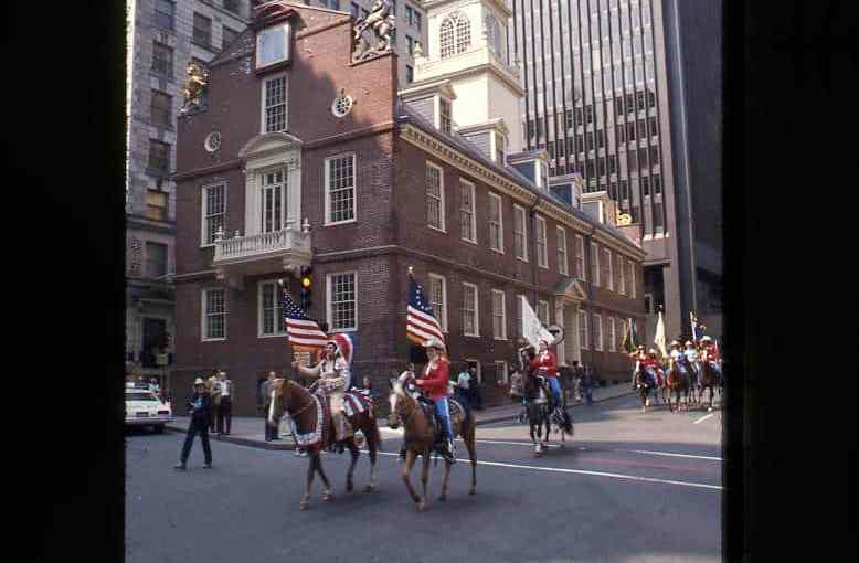 Patriot's_Day,_Old_State_House_(8495206151).jpg