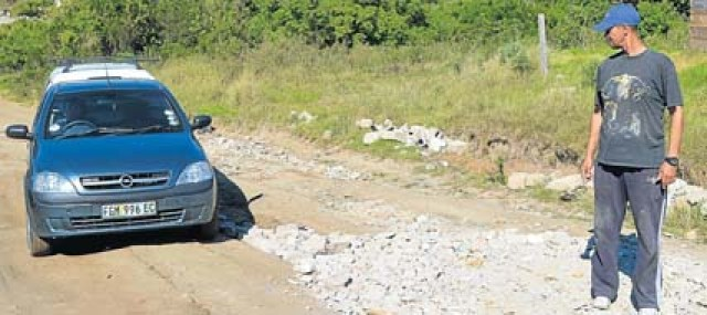 BIT BY BIT: Local builder Anton Valentine makes an effort whenever he has leftover building rubble to try and fill and fix some of the ever-increasing potholes and dongas on Station Hill roads. Picture: LOUISE CARTER