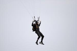 R12a Parachuter MG 7844