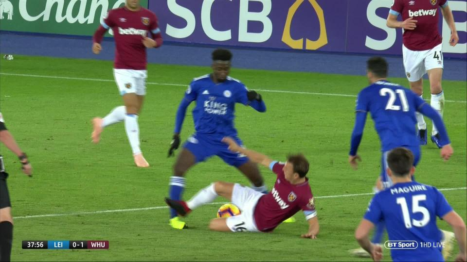 West Ham fans brand Mark Noble 'genuinely brain dead' after his sending off against Leicester vlcsnap 2018 10 27 18h09m05s189