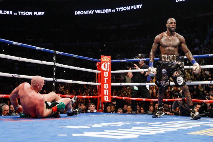 Fury, Wilder'ı ilk kez kutudan çıkardı, ancak iki kez yere indirildi