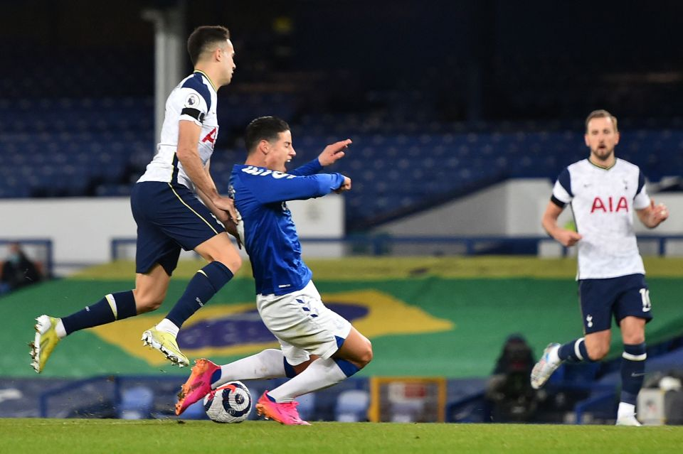 Everton received a controversial first-half penalty
