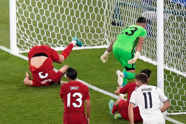Demiral, İtalya'nın açılış maçının tekrarını izlemek istemeyecek