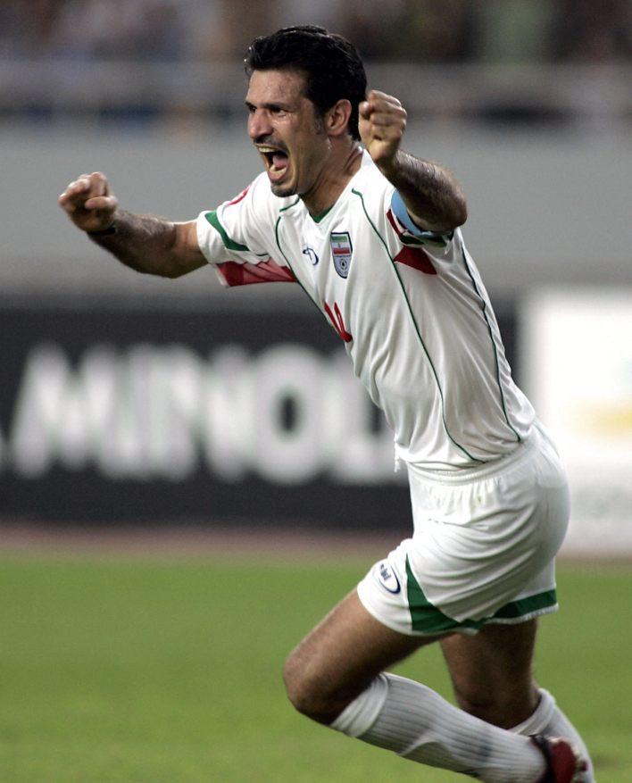 Forvet oyuncusu Dae, 2000-2006 yılları arasında İran milli futbol takımının kaptanlığını yaptı.