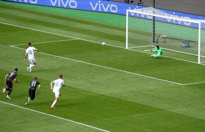 Penaltıyı atan Schick, Çek Cumhuriyeti'nin EURO 2020'de attığı üç golü de attı.