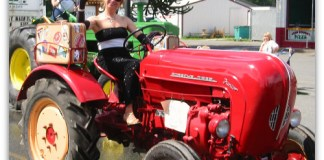 Strawberry Festival: Porsche tractor and its glamorous driver