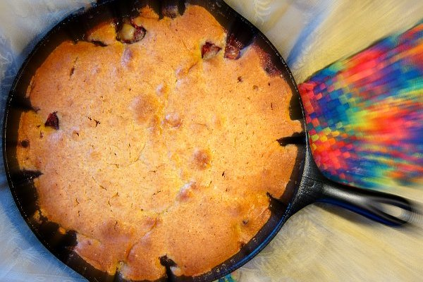 Cast Iron Cookery: Strawberry-Rhubarb Upside-Down Cake