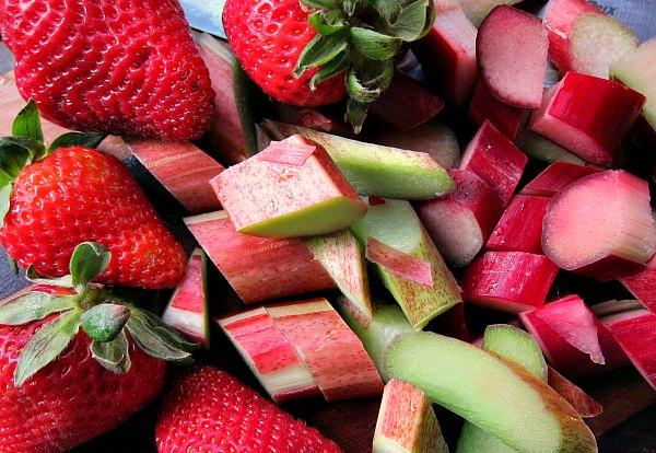 strawberry rhubarb pie stars