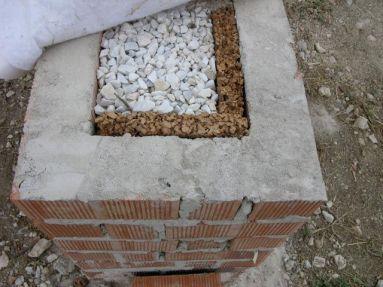 Sobre-cimentación 2: rellenado de grava y aislado con corcho natural