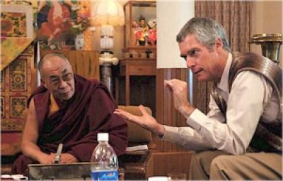 alan-con-el-dalailama física cuantica y budismo
