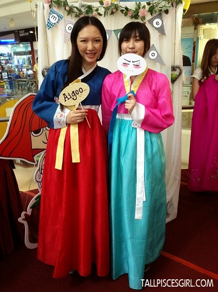 Jennifer and I, both in Hanbok! ♥