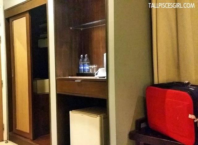 Hotel de Bangkok - Wardrobe with safe deposit box