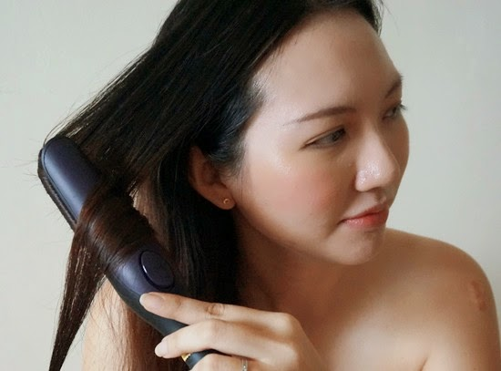 Pull down the curler slowly and continuously until the end.