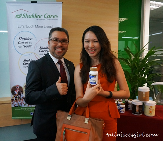 Charmaine with Victor Lim, President of Shaklee Malaysia