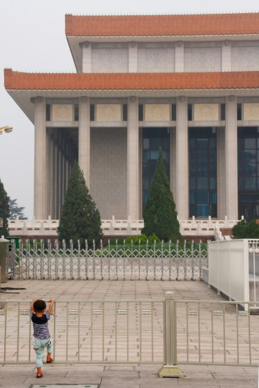 Child in front of the Mao mausoleum
