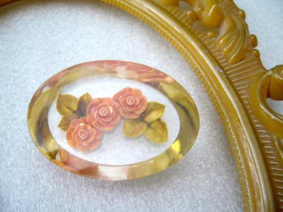 Vintage romantic reverse carved lucite roses oval pin brooch - 1950