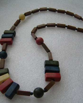 Vintage early plastic art deco multicolor necklace - bakelite style