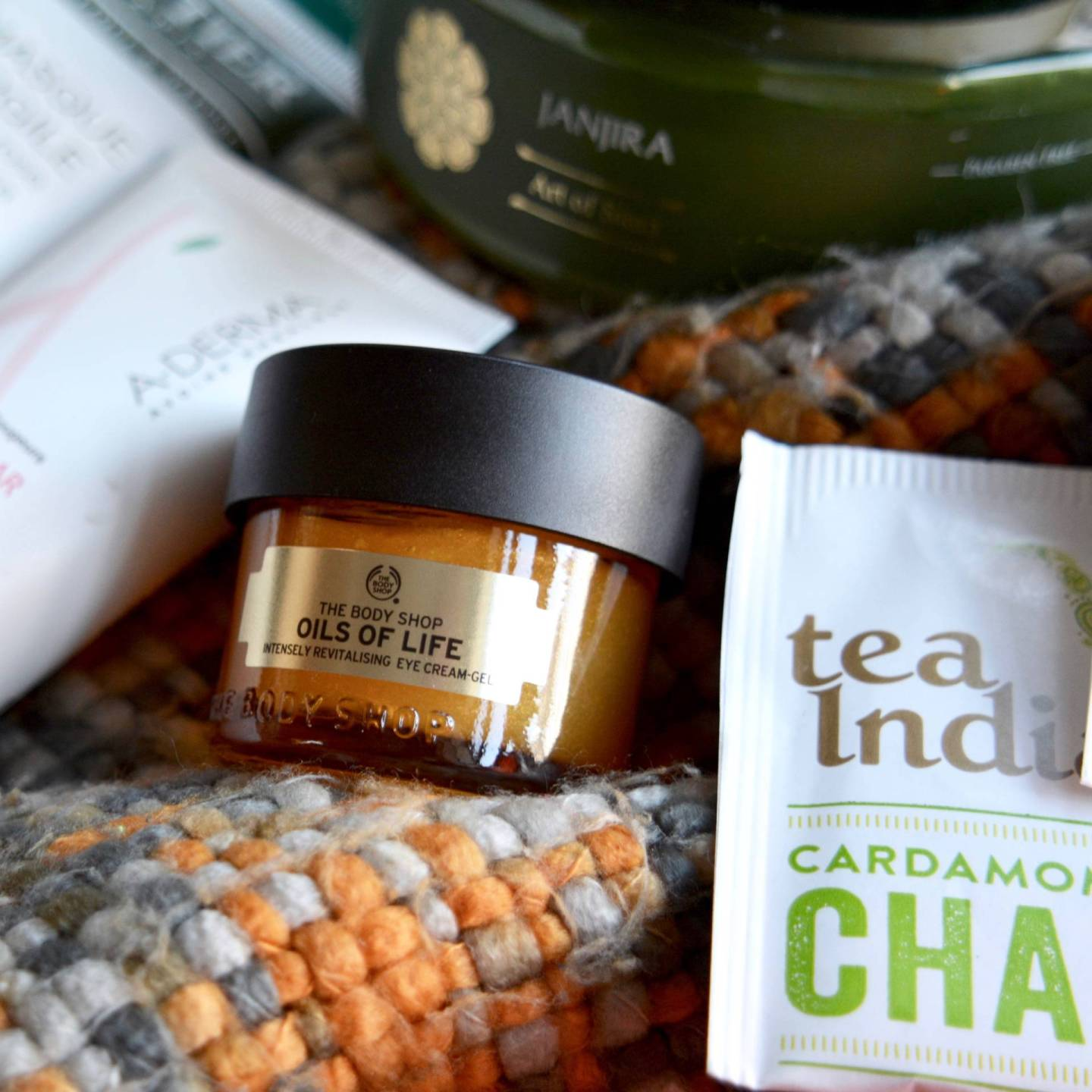 Winter pamper - I had never tried an eye mask in this form, but I'm in love with the Body Shop's Oils Of Life Intensely Revitalising Eye Cream-Gel