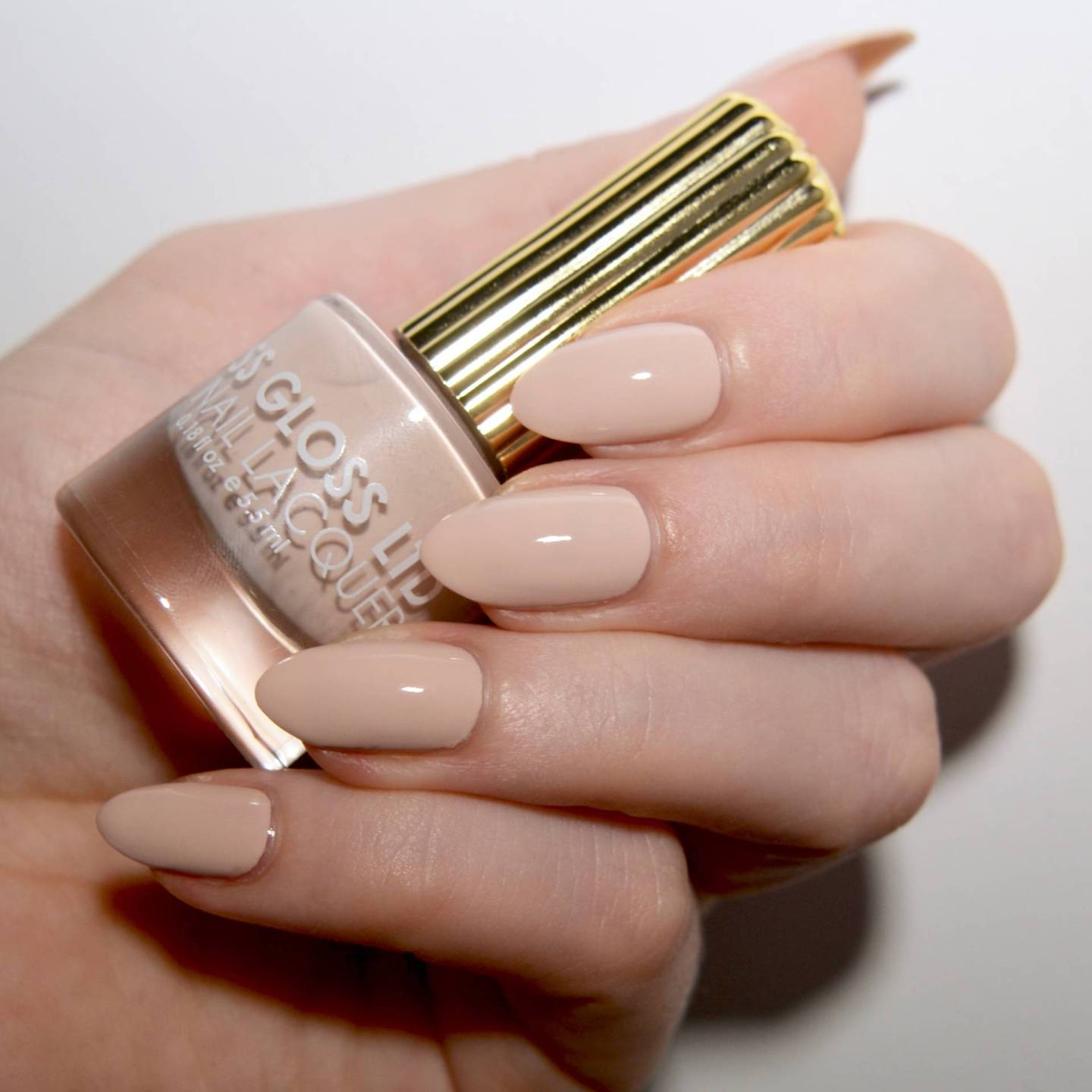 Floss Gloss Dinge - a pale peach toned nude nail varnish.