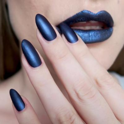 Matte blue lips and nails - #TalontedLipsAndTips