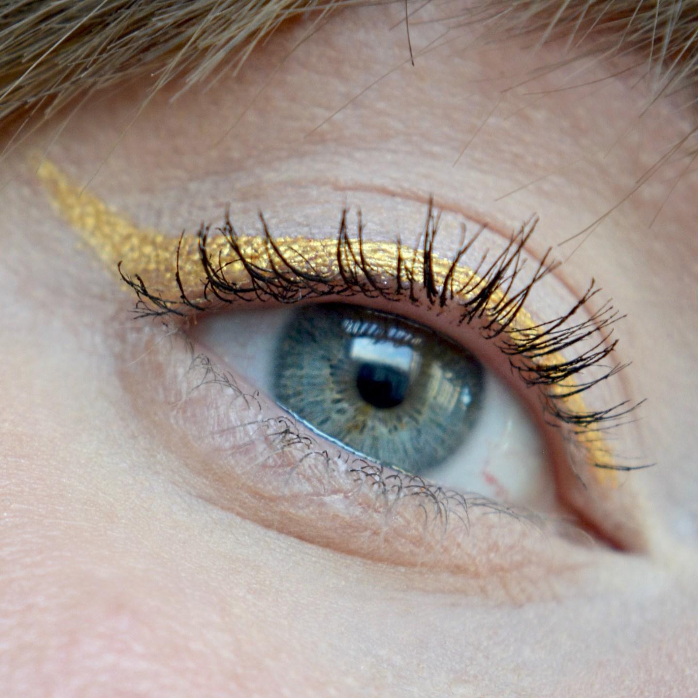 Gold winged eyeliner (Glowy make up edit)