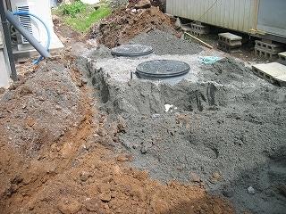 浄化槽への排水配管穴